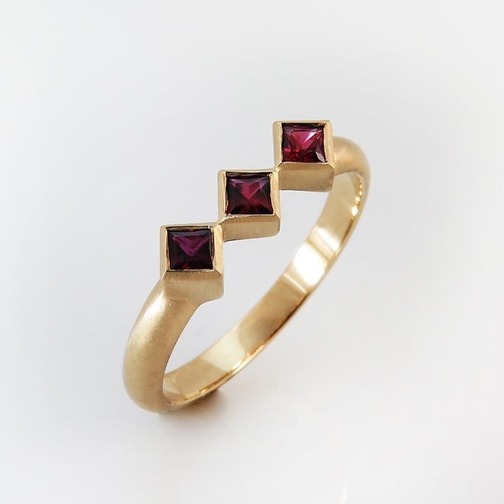 טבעת אירוסין רובי מעוינים