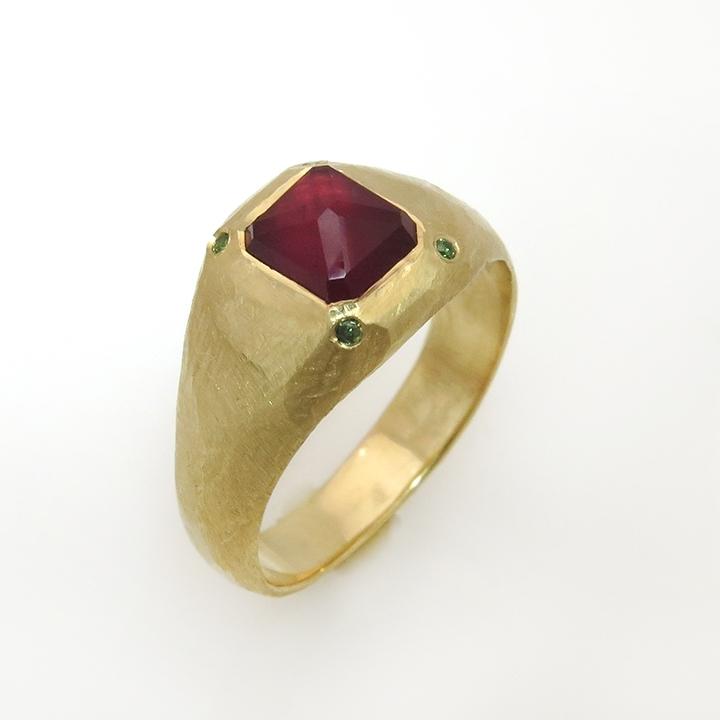 טבעת חותם עם רובי בחיתוך Rose