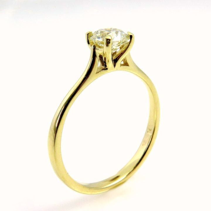 טבעת אירוסין זהב צהוב ויהלום מסוג סוליטר