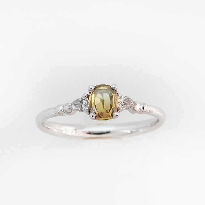 טבעת אירוסין עם יהלום צהוב בחיתוך עתיק