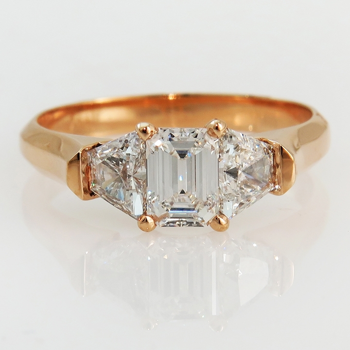 טבעת אירוסין יהלום אמרלד