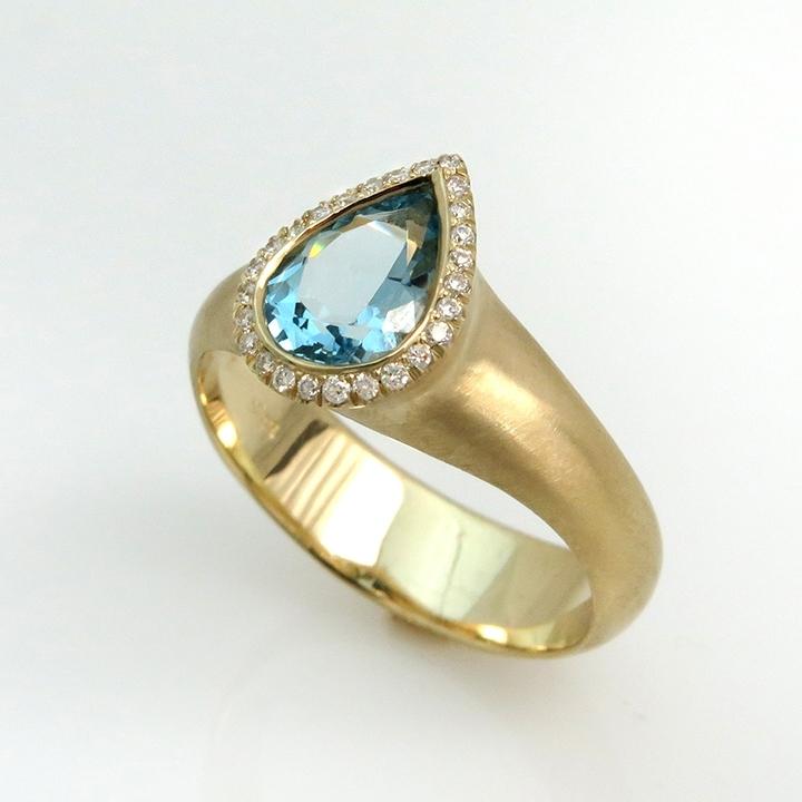 טבעת אקווה מארין ויהלומים