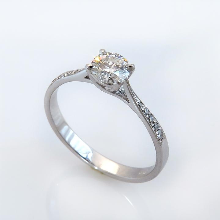 טבעת אירוסין קלאסית מסוג סוליטר