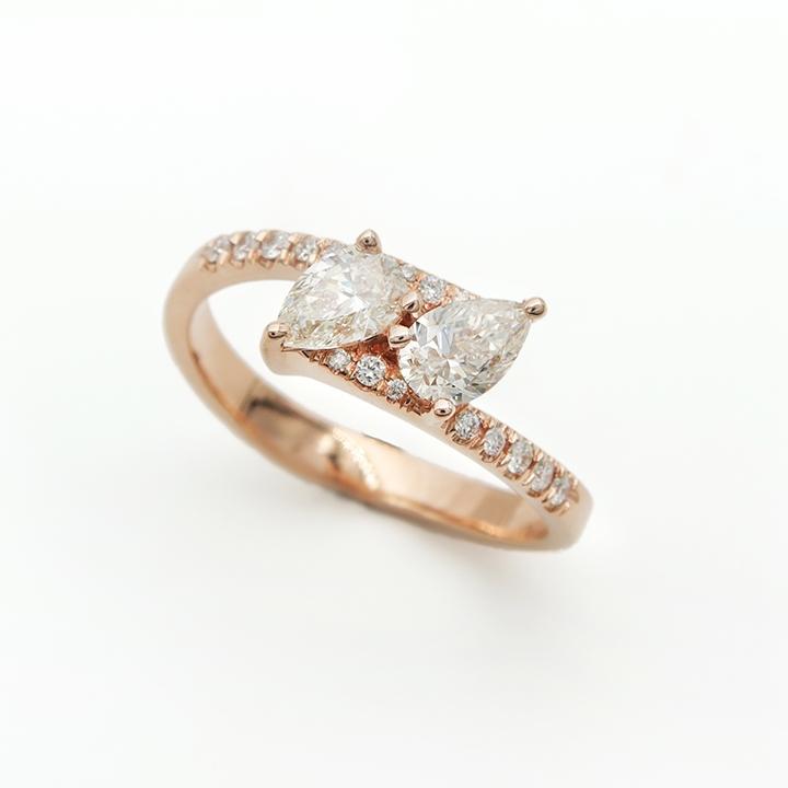 טבעת שתי יהלומים בצורת טיפה