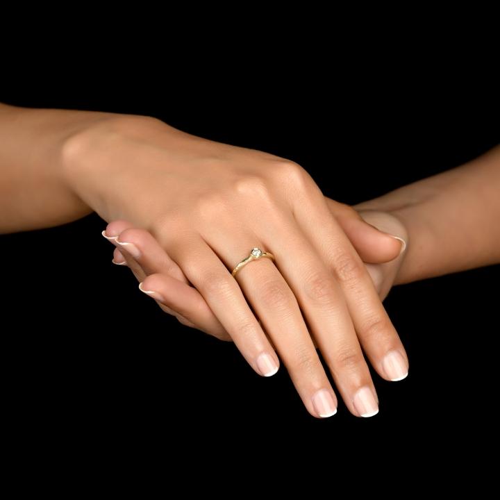 טבעת אירוסין מרוקעת
