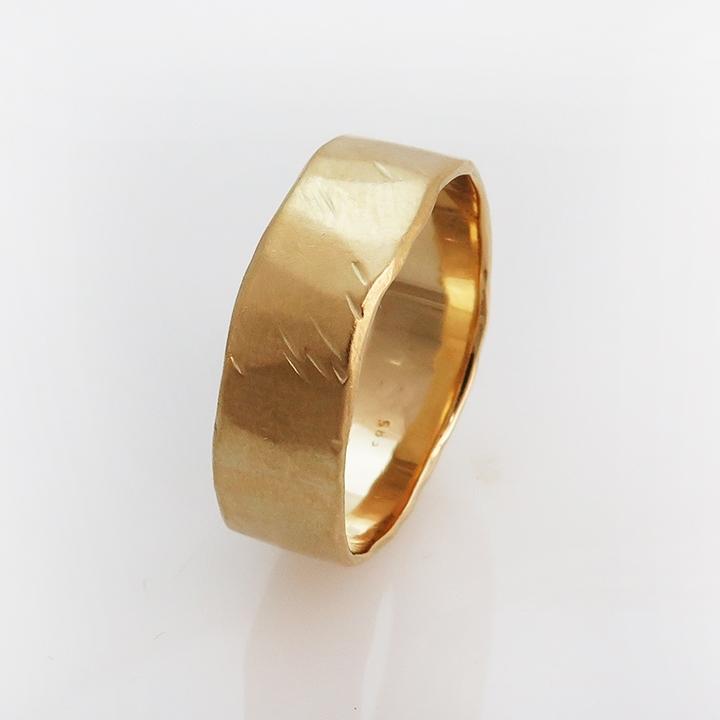 טבעת נישואים מרוקעת