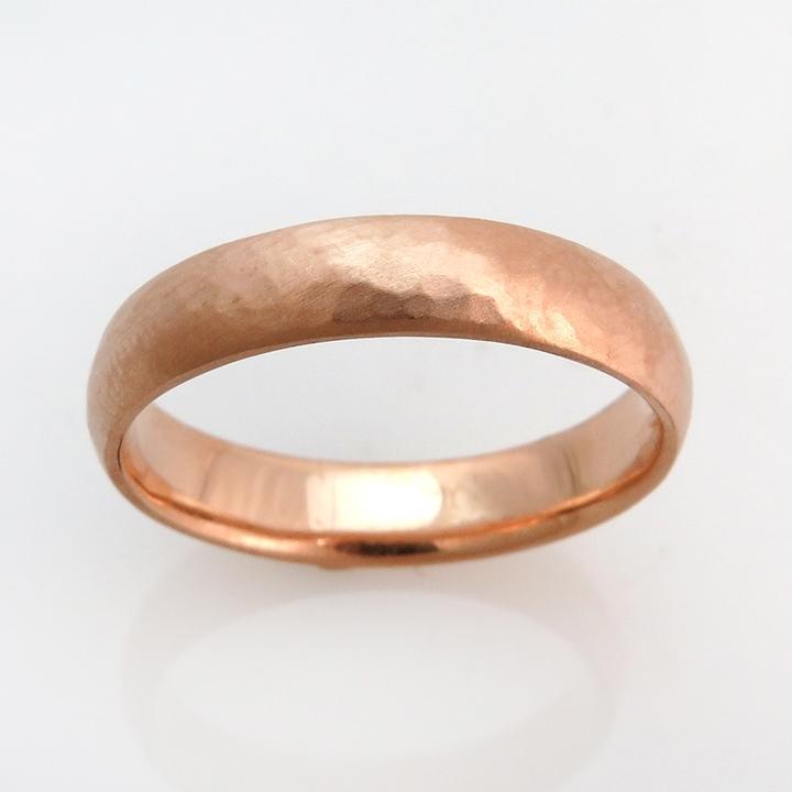 טבעת זהב אדום מרוקעת