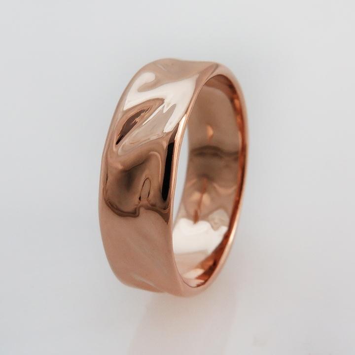 טבעת נישואין מזהב במראה סאטן