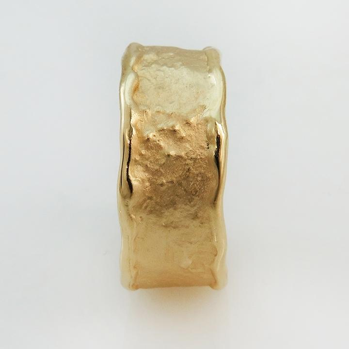 טבעת נישואים בסגנון זהב גולמי