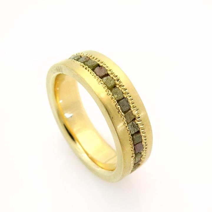 טבעת זהב 18 קרט ויהלומי גלם בשיבוץ ייחודי