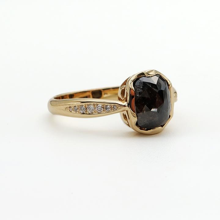 טבעת אירוסין מיוחדת עם יהלום עתיק בסגנון וינטאג'