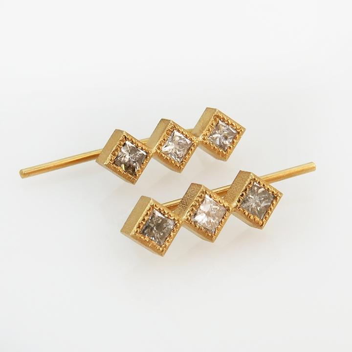 עגילי זהב 18 קרט מטפסים עם יהלומים salt & pepper