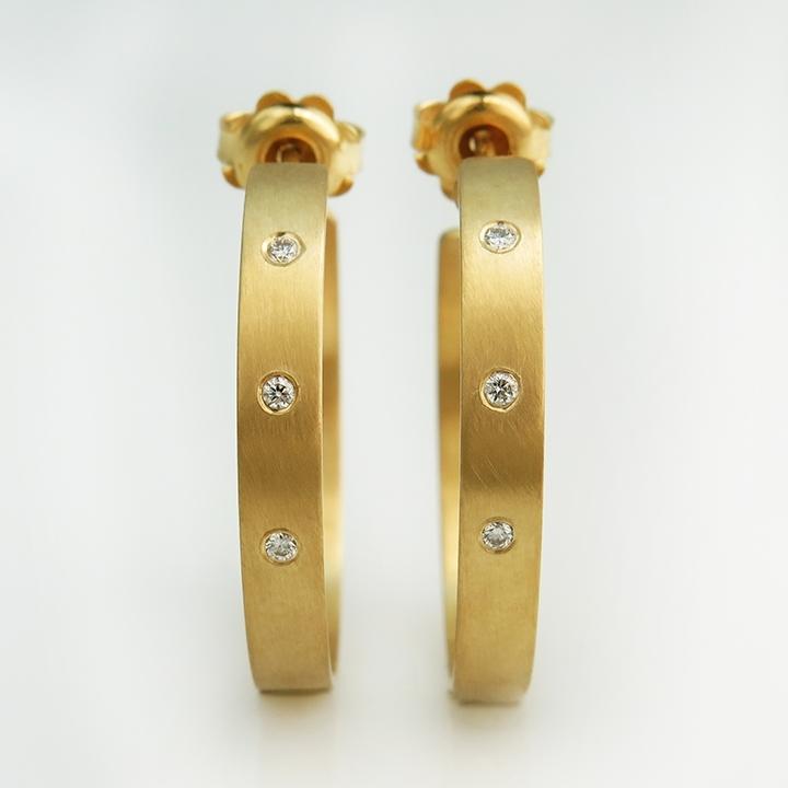 עגילי חישוק זהב ויהלומים