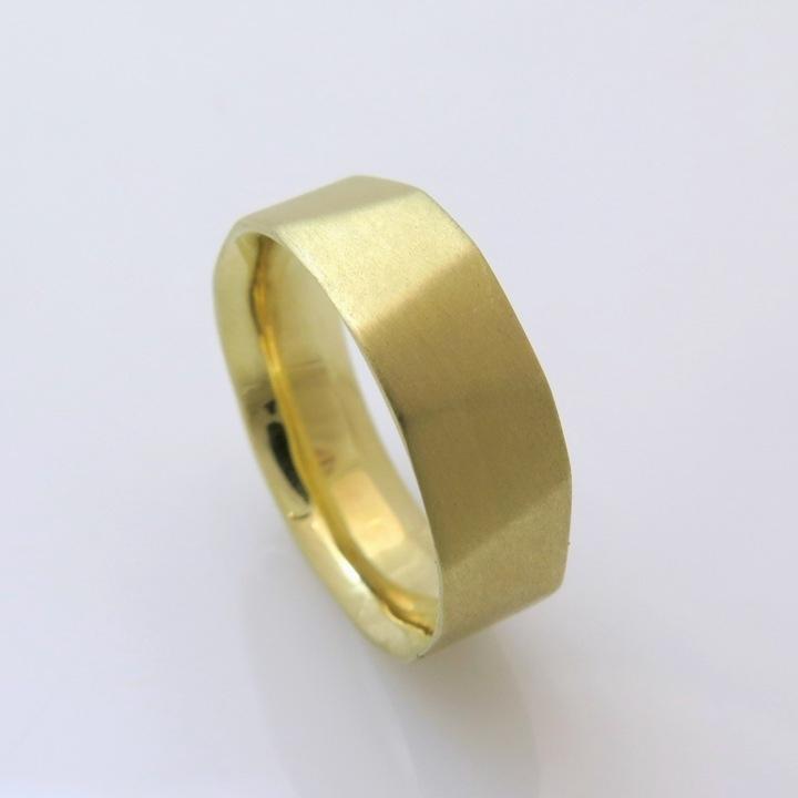 טבעת נישואין מרוקעת