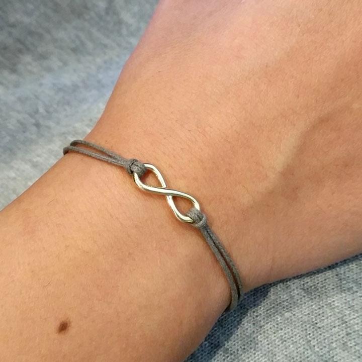 צמיד קלאסי עם סמל ה-Infinity