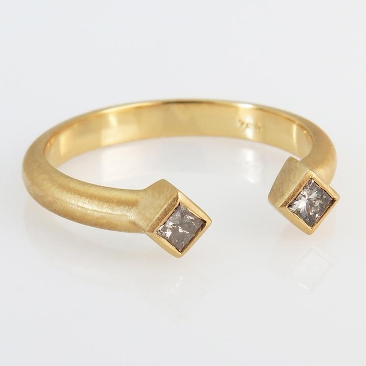 טבעת זהב צהוב פתוחה עם יהלומים Salt & pepper
