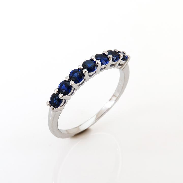טבעת איטרנטי משובצת אבני ספיר כחולות