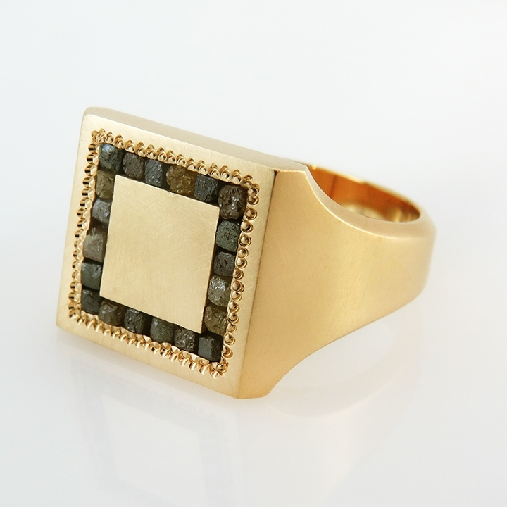 טבעת חותם מקולקציית CUBE
