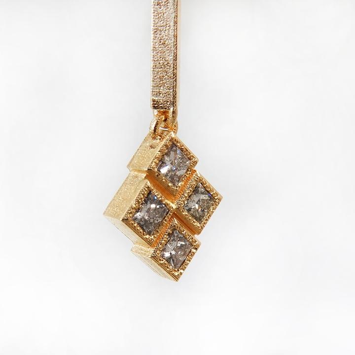 עגילי זהב 18 קרט תלויים עם יהלומים salt & pepper