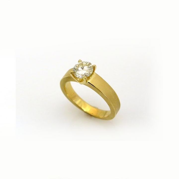 טבעת סוליטר בצורה גיאומטרית