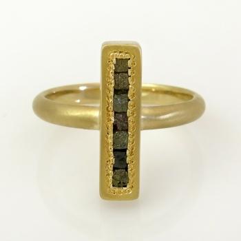 טבעת זהב 18 קרט ויהלומי גלם קובייה