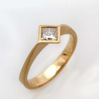 טבעת יהלום מרובעת זהב צהוב