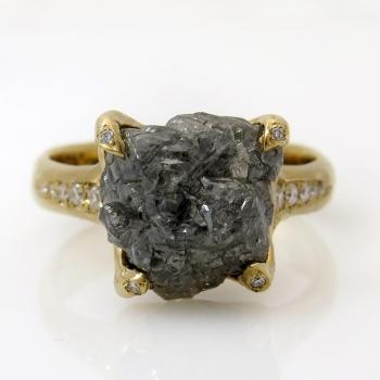 טבעת זהב ויהלום גולמי דגם Rock