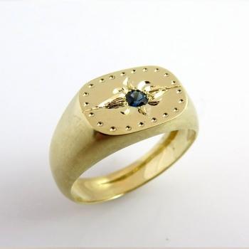 טבעת חותם משובצת באבן ספיר