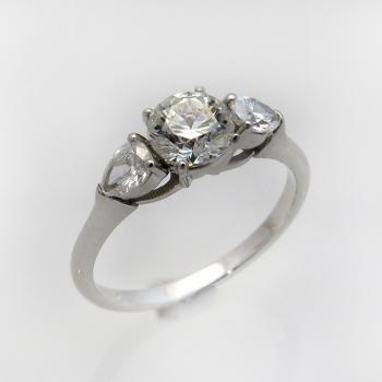 טבעת אירוסין יהלום עגול וטיפות בצדדים