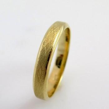 טבעת נישואין במראה מאט