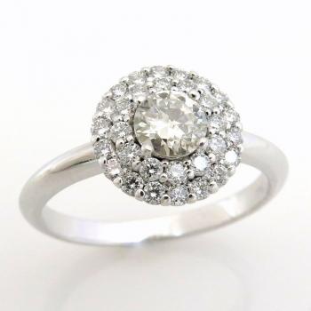 טבעת אירוסין יהלום מרכזי ויהלומים מסביב מסוג Halo