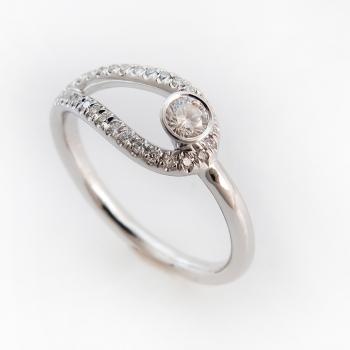 טבעת זהב לבן ויהלום ייחודית עם סמל האין סוף