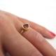 טבעת גרנט עדינה בצורת טיפה