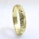 טבעת נישואין עם חריטות עתיקה