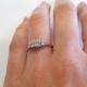 טבעת אירוסין עם שלושה יהלומים