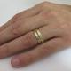 טבעת זהב מרוקעת עם יהלומים שחורים